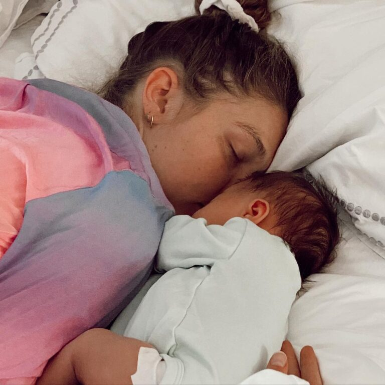 Gigi Hadid with her daughter
