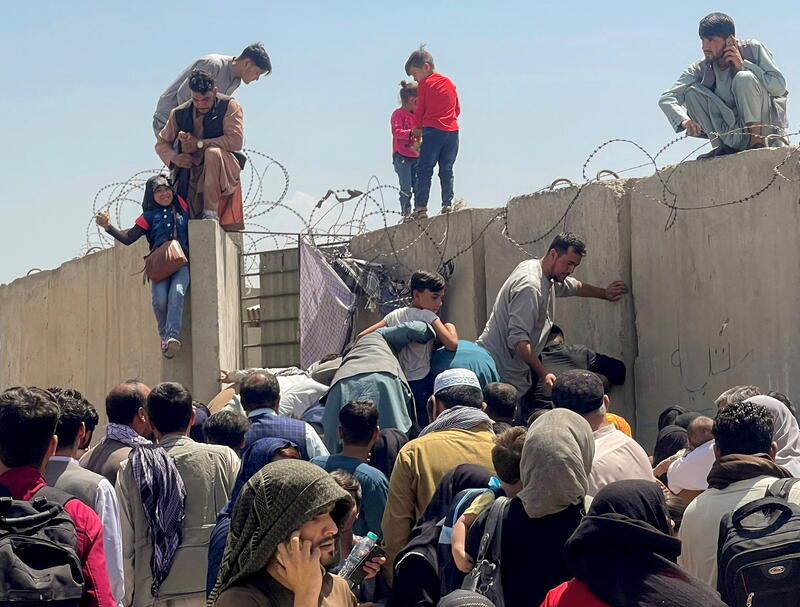 Read more about the article Afghan Women Threw Babies Over Wire