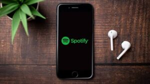 Read more about the article Top Podcasts to Listen on Spotify